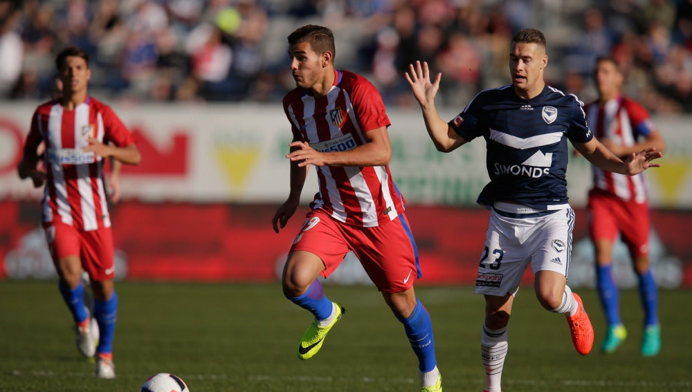Theo Hernández, en un partido con el Atlético de Madrid