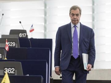 El europarlamentario del partido UKIP Nigel Farage en el Parlamento Europeo