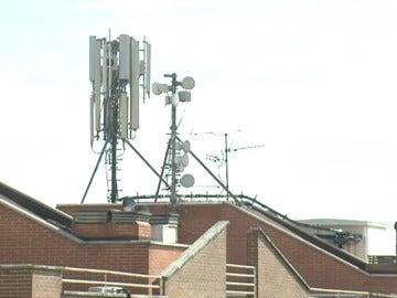 Frame 14.029473 de: Un estudio revela que las ondas emitidas por los móviles no son nocivas para la salud