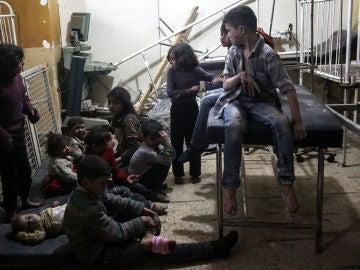 Niños afectados por el supuesto ataque químico en Siria