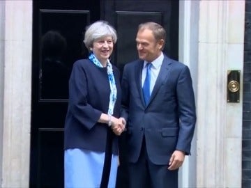 Frame 14.011075 de: Theresa May traslada a Donald Tusk que la soberanía de Gibraltar no es negociable