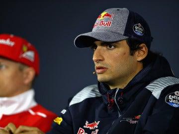 Carlos Sainz, en rueda de prensa en Shanghái junto a Raikkonen