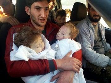 Abdel Hameed al-Youssef junto a sus hijos