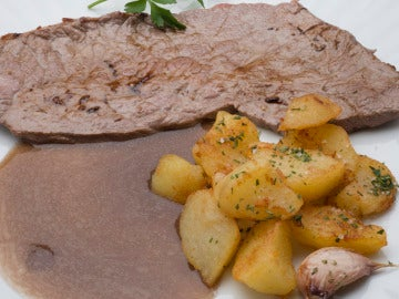 Filete con patatas al romero