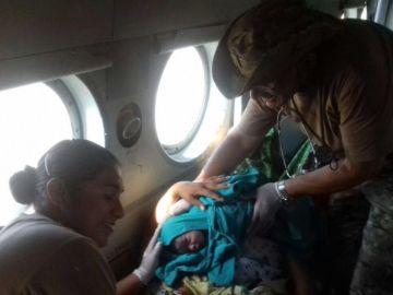 Una mujer da a luz en un helicóptero de rescate en Perú