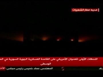 Frame 10.454999 de: Primeras imágenes del bombardeo de Estados Unidos sobre Siria