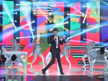 Ricky Mata canta a 'Grace Kelly' en la piel de un estrambólico Mika