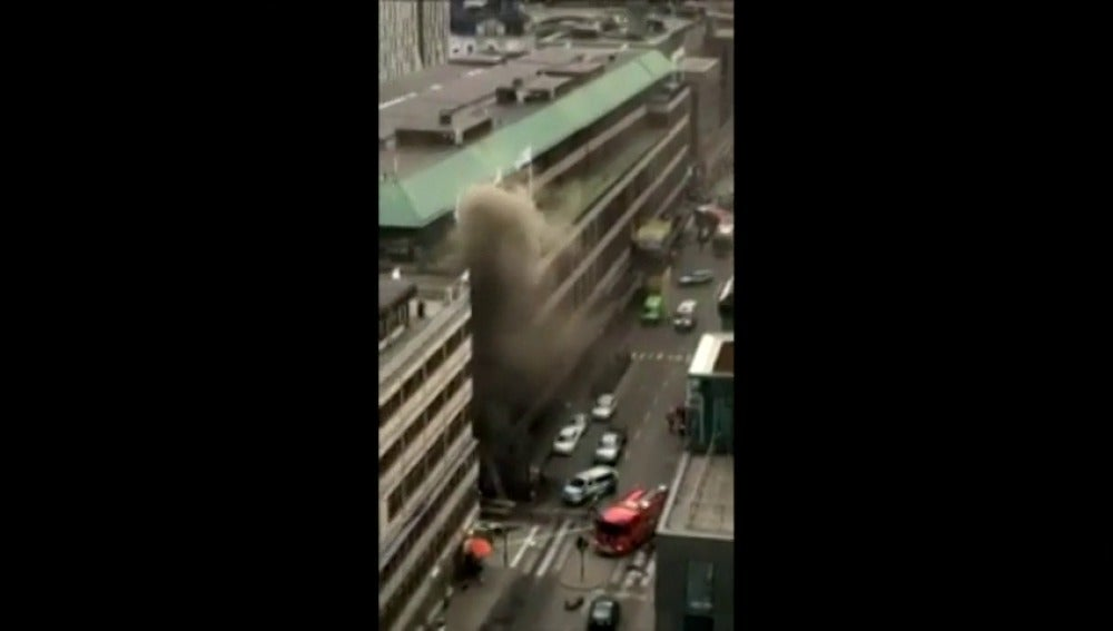 Frame 3.640008 de: Columna de humo tras el ataque en Estocolmo