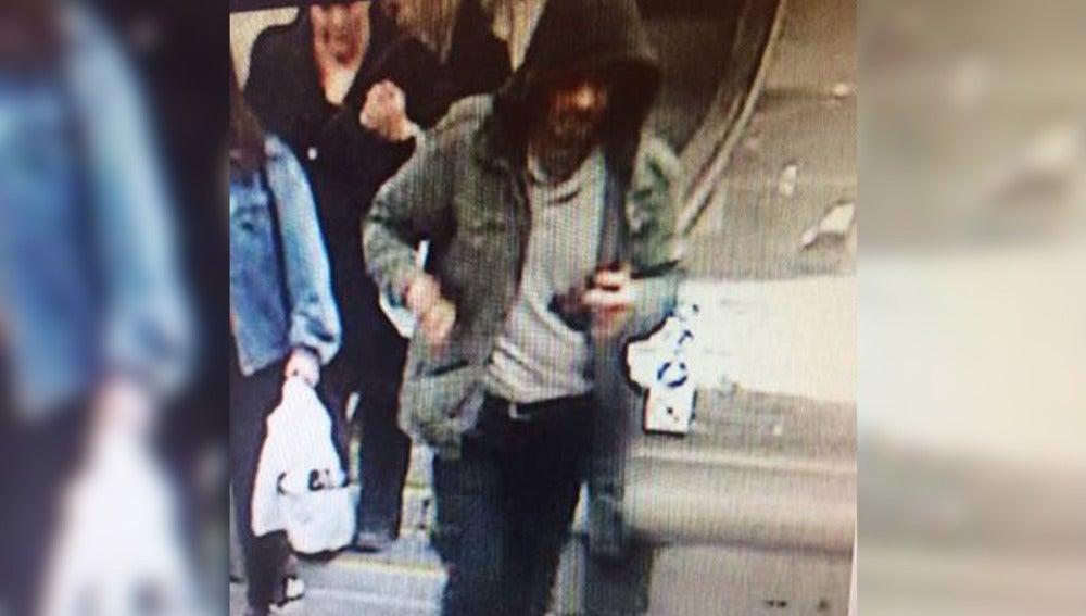 Imagen del sospechoso del ataque en Estocolmo difundida por la Policía sueca