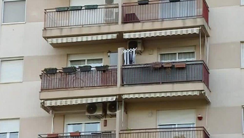 Balcón desde el que se cayó una vecina de Tarragona