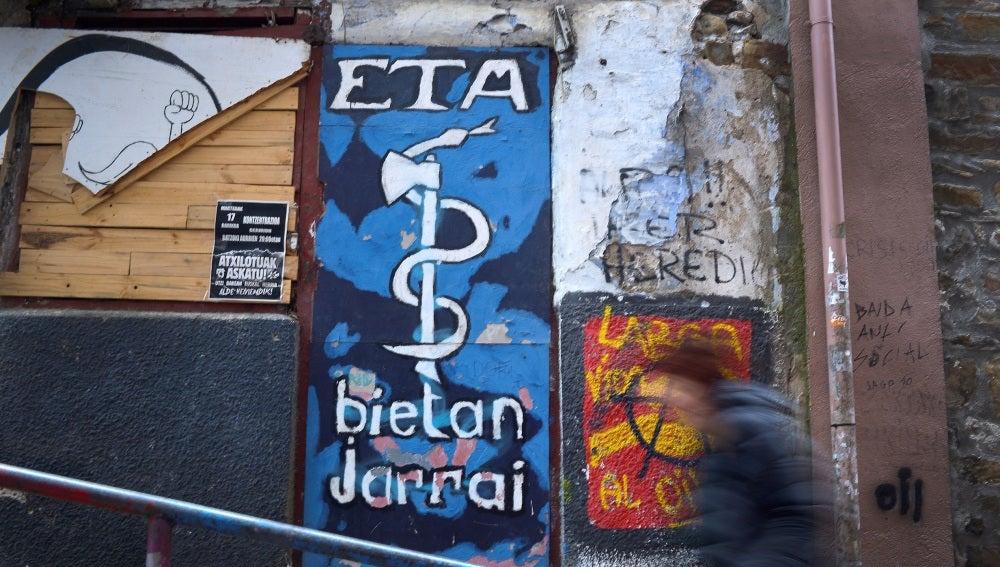 El símbolo de ETA pintado en una pared