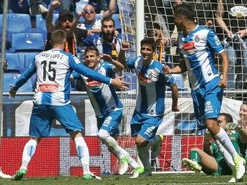 Los jugadores del Espanyol celebran un gol en el Power8 Stadium