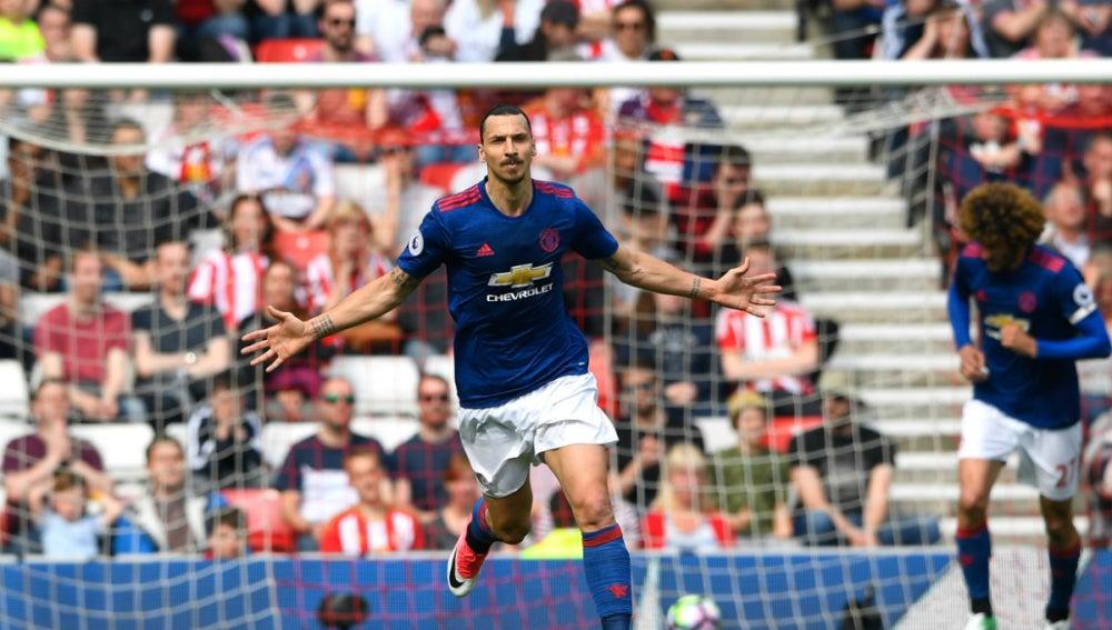 Ibrahimovic celebra un gol