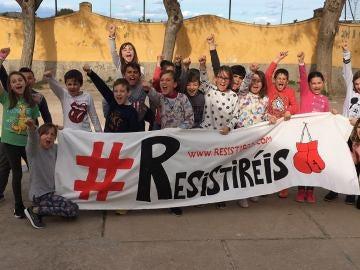 Algunos de los niños que han creado la campaña