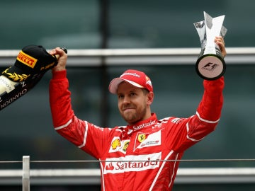 Vettel, en el podio de China