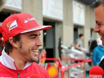 Fernando Alonso, junto a Ted Kravitz, en su época con Ferrari