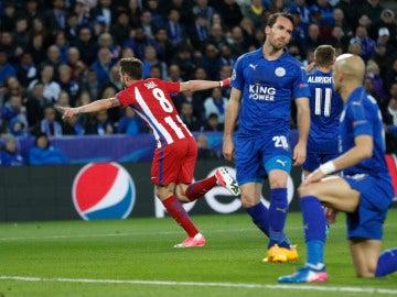 Saúl celebra su gol ante el Leicester