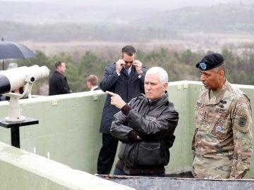 El vicepresidente Mike Pence durante su visita a Corea del Sur
