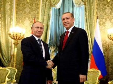 El presidente de Rusia, Vladímir Putin, y su homólogo turco, Recep Tayyip Erdogan