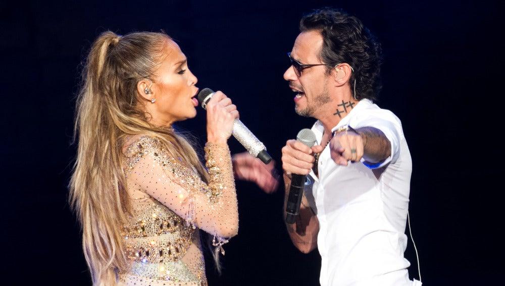 Jennifer Lopez y Marc Anthony, junto sobre el escenario