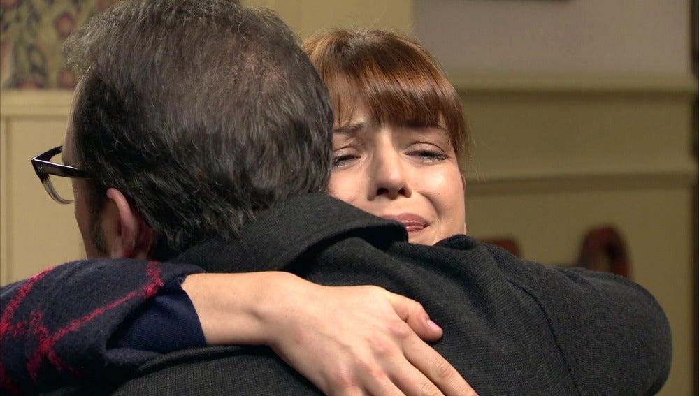 """Benito consuela a Nuria. """"Siempre serás como una hija para mí"""""""
