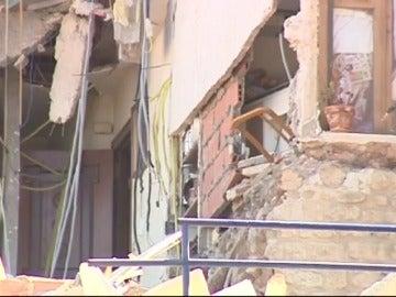 Frame 17.73922 de: Desalojan a 33 personas por el derrumbe de tres viviendas en Alcañiz (Teruel)