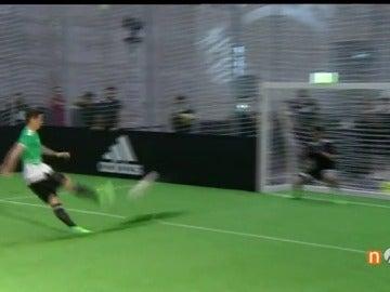 Frame 0.952344 de: Torres y Koke fallan dos penalties... ¡es un acto publicitario!