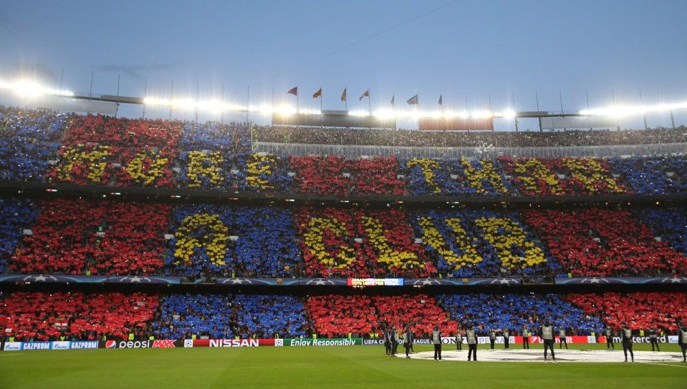 'More than a club', el mosaico con el que el Camp Nou recibió a los jugadores del Barcelona