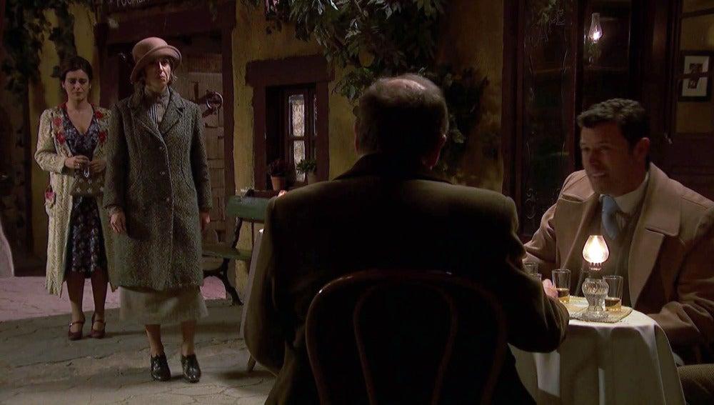 Adela se enfrenta cara a cara con los concejales de Puente Viejo