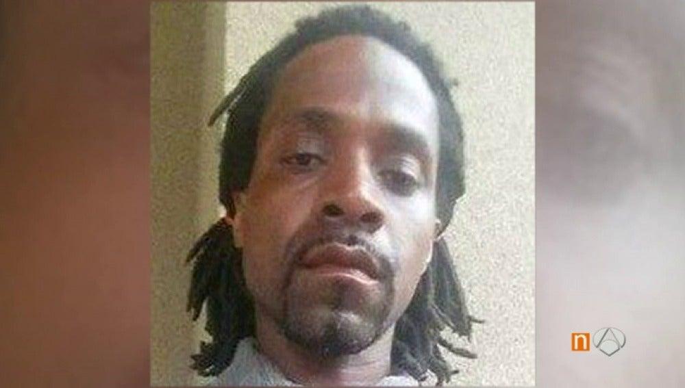 Frame 6.864761 de: Un tiroteo en el centro de una ciudad de California deja tres muertos