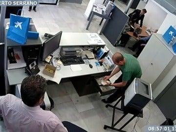 Frame 40.237799 de: Detenido por atracar un banco con un cuchillo y a cara descubierta