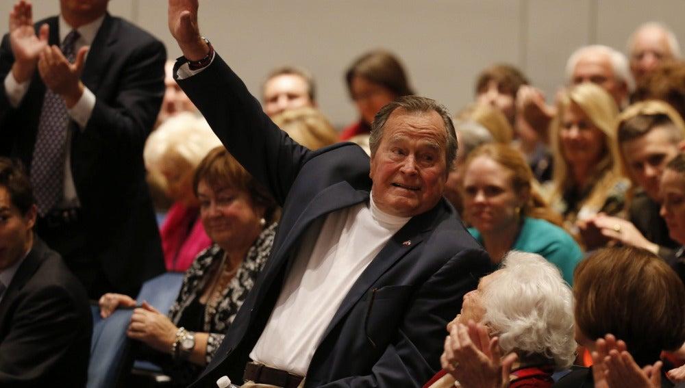 El ex presidente George H.W. Bush y su mujer Barbara