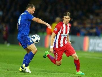 Filipe Luis, en una acción del partido contra el Leicester