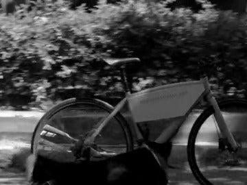 Frame 95.612412 de: En 2015 fallecieron 58 ciclistas en calles y carreteras españolas