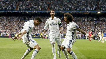 Marcelo celebra un gol con Cristiano Ronaldo
