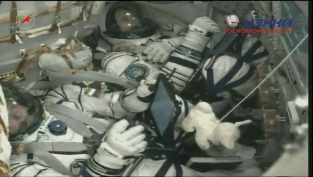 Frame 10.913758 de: Despega la cápsula Soyuz con dos astronautas hacia la Estación Espacial Internacional