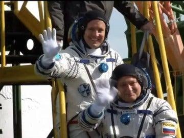 Frame 0.0 de: Despega la Soyuz con un astronauta estadounidense y otro ruso hacia la Estación Espacial Internacional