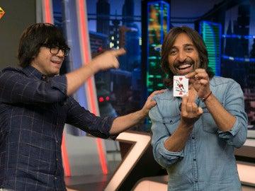 Luis Piedrahita deja sin palabras a Antonio Carmona con su truco de magia más musical