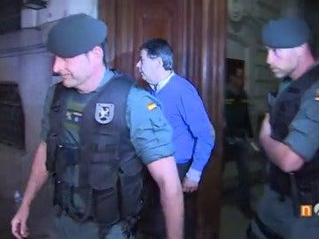 Frame 33.72 de: Ignacio González pasa su primera noche detenido a la espera de que comparezca ante el juez