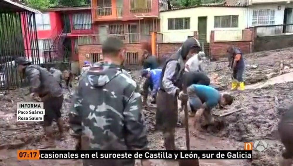 Frame 2.576666 de: Al menos 16 muertos en el deslizamiento de Manizales, en el centro de Colombia