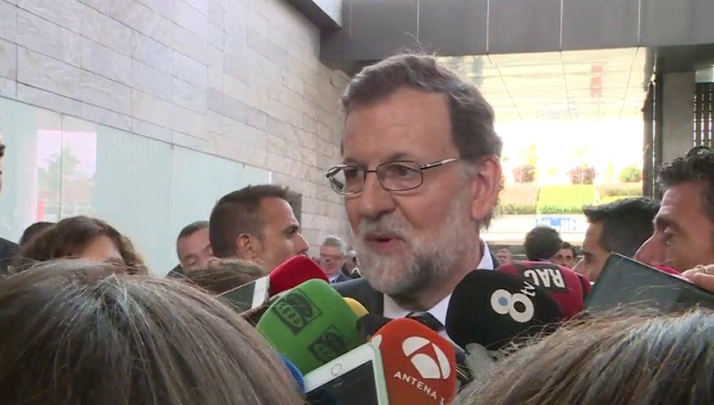 """Frame 1.791348 de: Rajoy asegura que irá """"encantado"""" a declarar como testigo en el juicio por la trama Gürtel"""