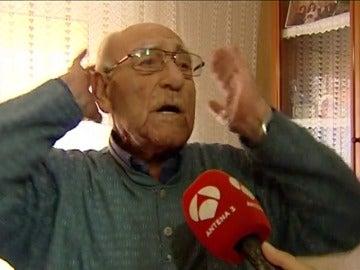 Frame 29.532674 de: Los Mossos asaltan por error el piso de una pareja de ancianos