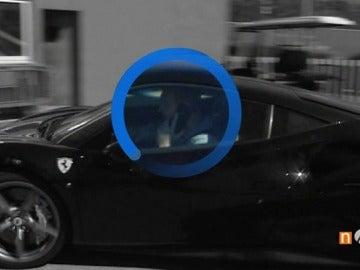 Frame 3.394285 de: Mathieu, 'pillado' hablando por teléfono mientras conducía y saltándose un ceda al paso