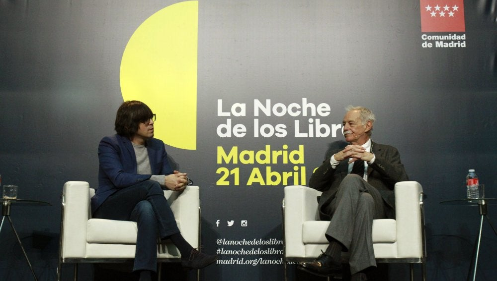 Luis Piedrahita (i) junto con el escritor y último premio Cervantes, Eduardo Mendoza