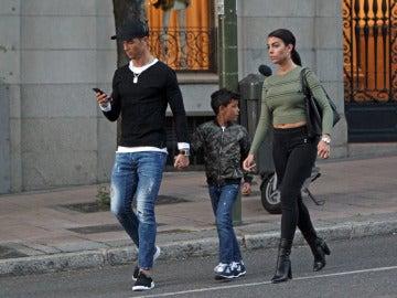 El paseo más familiar de Cristiano Ronaldo y Georgina Rodríguez