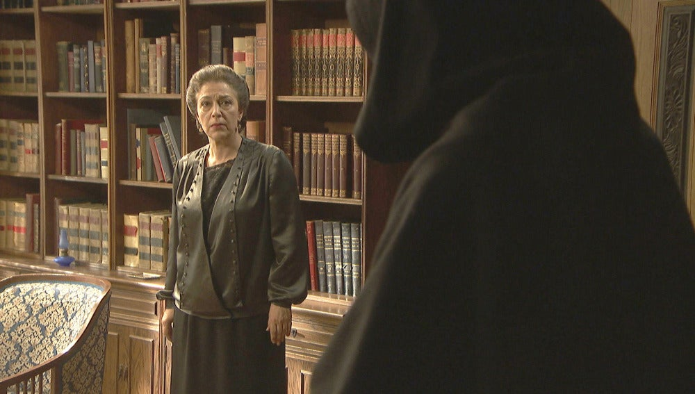 Francisca recibe una visita fantasmagórica