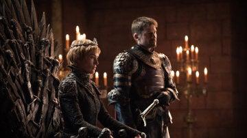 Lena Headey y Nikolaj Coster-Waldau como Cersei y Jamie Lannister en 'Juego de Tronos'