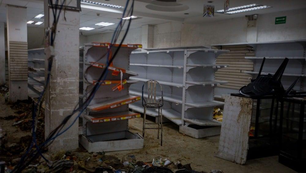 Una tienda de abasto que fue saqueada anoche en Caracas