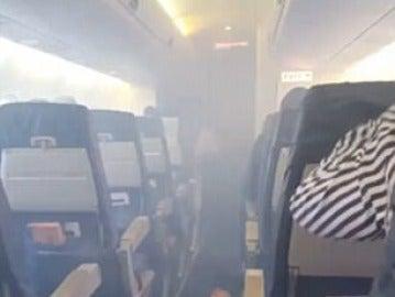 Humo en avión