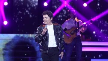 Tomás Martínez, un galán en su petición más romántica de la noche como Miguel Ríos